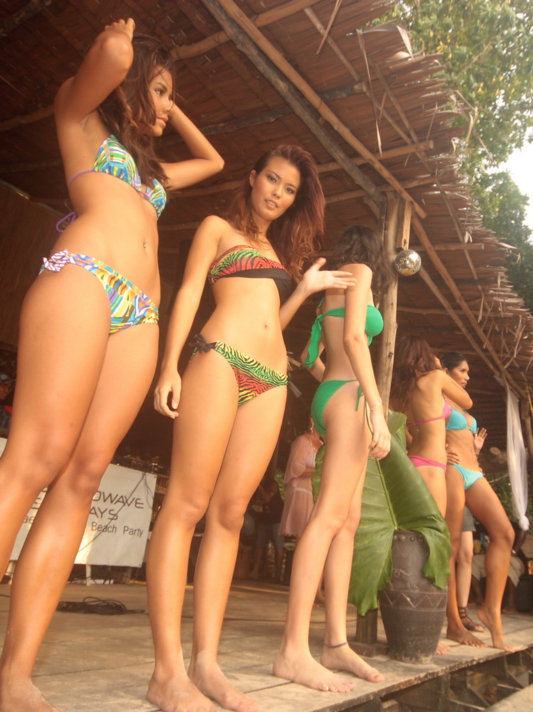 bikini contest Chinese
