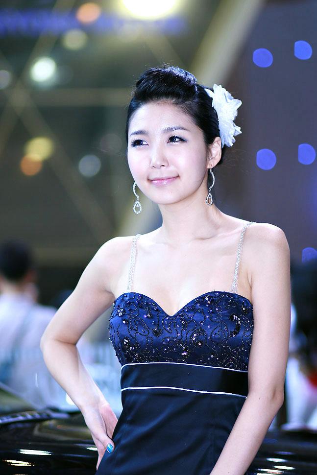 nude Young model korean