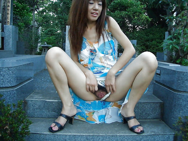 Yung japan females pissing